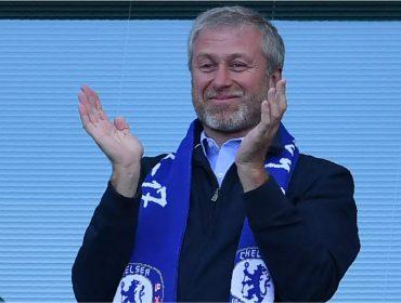 Preocupado com sanções dos EUA, dono do Chelsea e bff de Putin decide vender o time