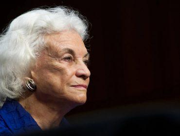 Primeira mulher a integrar a Suprema Corte dos EUA revela ter sido diagnosticada com demência