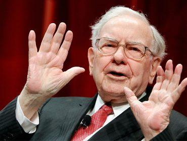 """Terceiro mais rico do mundo, Warren Buffett alerta: """"Vem uma grande crise global por aí…"""""""