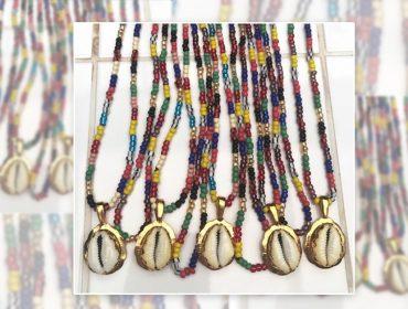 Desejo do Dia: as guias de miçangas coloridas e búzios da designer carioca Julia Gastin