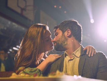 """Romance musicado """"Todas as Canções de Amor"""" traz nova proposta ao cinema nacional pelas mãos da """"estreante"""" Joana Mariani"""
