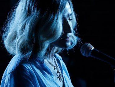 Sarah Jessica Parker explora Nova York na pele de uma cantora de jazz. Play para ver o trailer