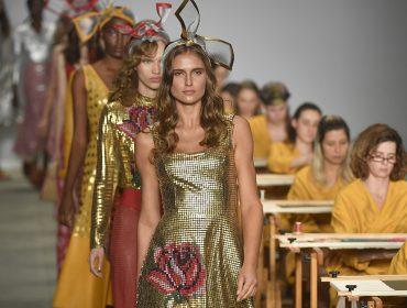 Exaltação da natureza e metalizados são destaque no segundo dia da semana de moda de SP