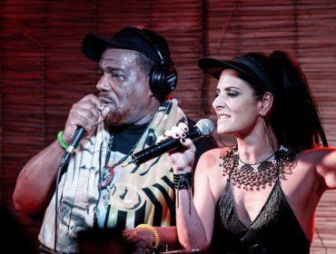 Fernanda Abreu agita festa em SP com a presença de AfrikaBambaataa, pai do hip-hop