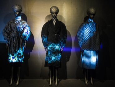 "Japan House apresenta universo da moda do futuro com a mostra ""A Light Un Light"""