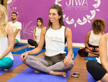 Aula de yoga em parceria com o Jiwa Body and Mind deu início ao #ProjetoVeraoGlamurama