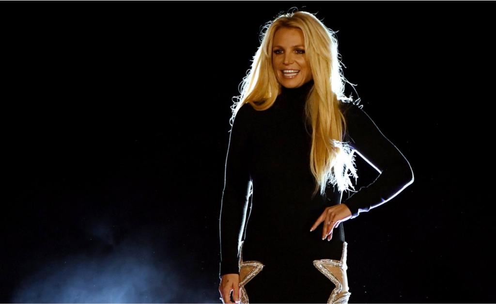 """3387a14fd34e7 Britney Spears completa 37 anos e Glamurama relembra os escândalos da  """"toxic girl"""""""