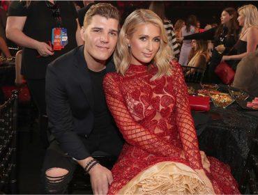 Chris Zylka pediu de volta, mas o anel de noivado que ele deu para Paris Hilton já era dela
