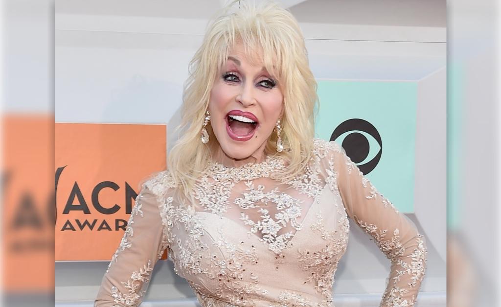 Estrela da country music, Dolly Parton revela o segredo do sucesso de seu casamento de mais de cinco décadas – Notas – Glamurama