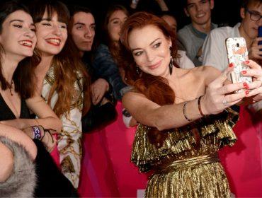 Representantes de Lindsay Lohan enviaram e-mails a marqueteiros do Facebook pedindo trabalho para a atriz