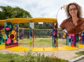 Nova obra de Beatriz Milhazes é inaugurada em museu a céu aberto no Japão