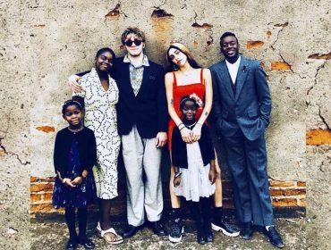 """Madonna publica clique raro dos seis filhos juntos para comemorar """"Thanksgiving"""""""