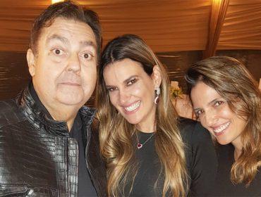 Faustão e Luciana Cardoso recebem amigos para pizzada de final de ano. Confira quem passou por lá