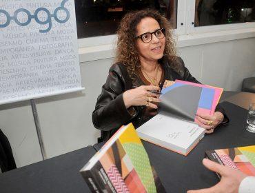 Beatriz Milhazes lança livro de colagens com noite de autógrafos em São Paulo