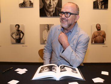 Bob Wolfenson lança catálogo e faz noite de autógrafos em São Paulo