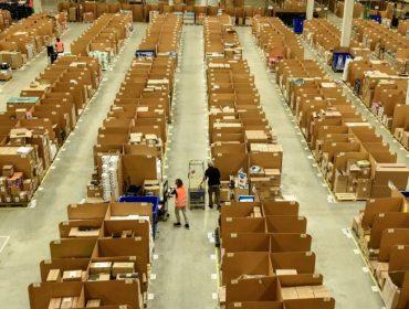 Funcionários da Amazon na Alemanha entram em greve e ameaçam o Natal do país