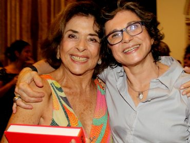 Cristina Granato lança livro com 700 fotos para comemorar 35 anos de carreira