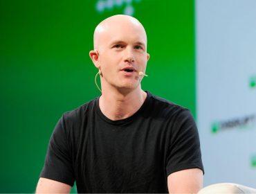 Saiba quem é Brian Armstrong, o americano de 35 anos que é o mais novo bilionário das criptomoedas