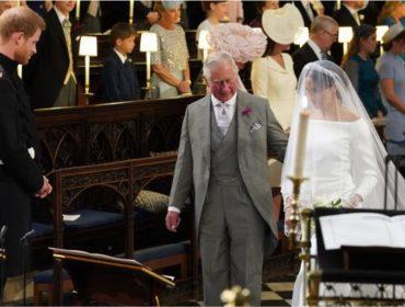 Príncipe Charles manda emoldurar foto em que aparece levando Meghan Markle ao altar