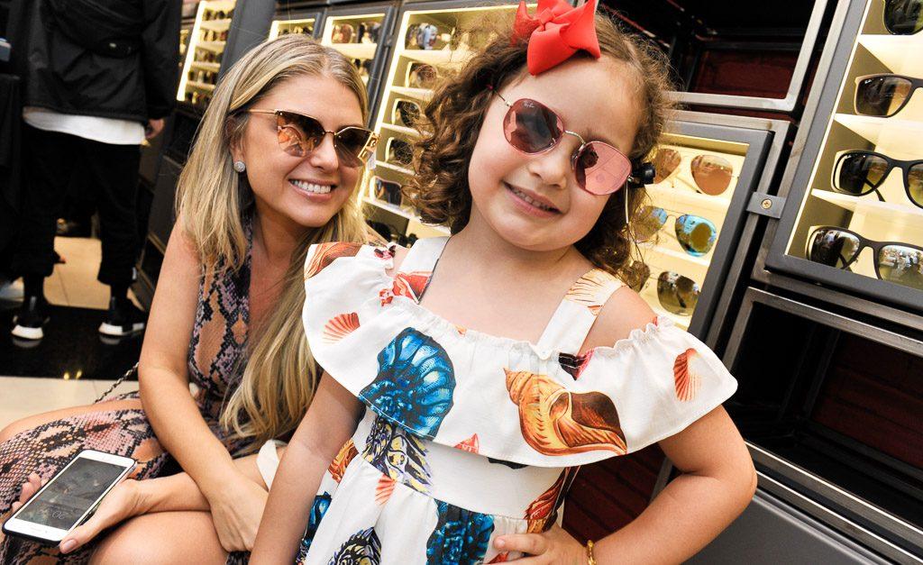 41964da39 Maxi óculos e lentes coloridas: vem ver os queridinhos do cocktail de verão  da Sunglass Hut – Notas – Glamurama