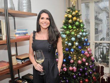 Fabi Saad pilota festa de final de ano ao lado de glamurettes