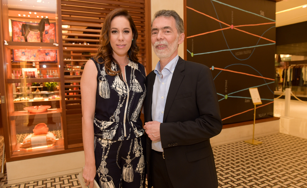 88ee2adda7f6a Inauguração de nova vitrine agita loja Hermès do shopping Iguatemi ...