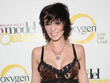 """Estrela de """"America's Next Top Model"""" morre aos 34 anos e dois meses depois de ser diagnosticada com câncer"""
