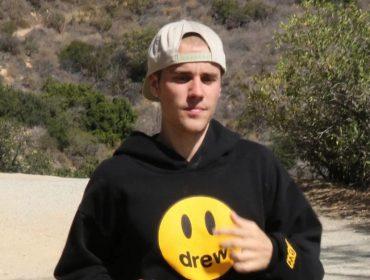 Recém-lançada por Justin Bieber, pantufa que leva a assinatura do cantor já esgotou