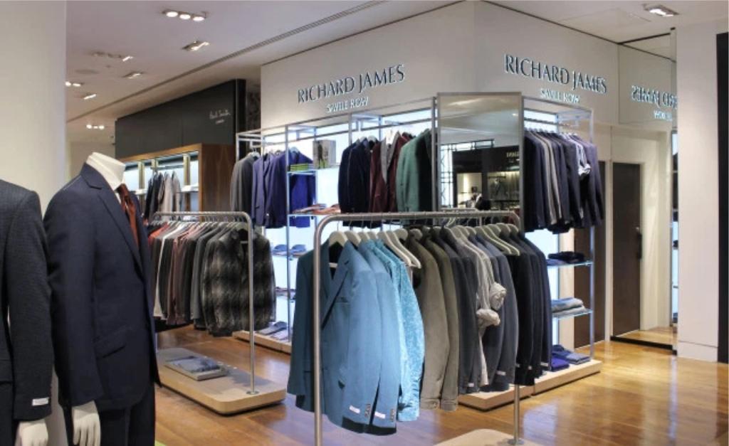 5f0568ec105 Alfaiate favorito do príncipe William e de David Beckham abre loja em Nova  York