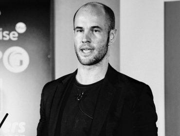 """Filho do criador da Mulberry, Cameron Saul foca na moda sustentável no Brasil: """"Não há 'planet b', temos que agir o mais rápido possível"""""""