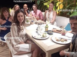 Mariana Ximenes aterrissa em Trancoso a convite de Claudia Raia e Jarbas Homem de Mello
