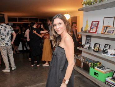 Sarah Oliveira comemora chegada dos 40 anos ao lado dos melhores amigos