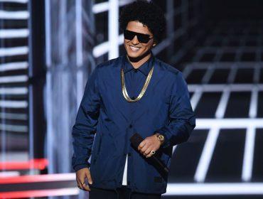 Bruno Mars desembolsa quase R$ 2 milhões para presentear colegas de banda com relógios grifados