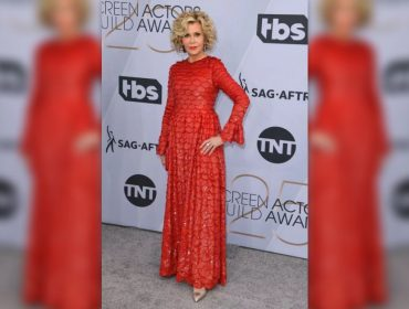 Aos 81 anos e com look avaliado em mais de R$ 12 mi, Jane Fonda roubou a cena no SAG Awards deste domingo