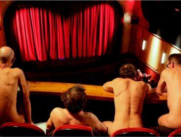 Subam as cortinas e tirem a roupa: platéia de peça encenada em Paris fica nua a pedido de atores