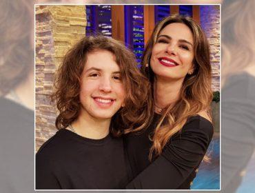 Sintonia entre Luciana Gimenez e o filho, Lucas Jagger, diverte e mostra um pouco da intimidade familiar. Play para conferir!