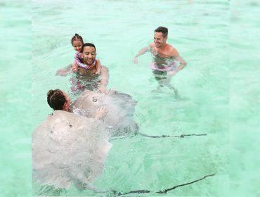9300a1c45 Nunca é tarde: bem humorado, John Legend revela que está aprendendo a nadar  aos 40 anos.