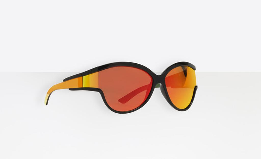 6513970ba8c22 Desejo do Dia  da neve direto para a praia com os óculos da ...