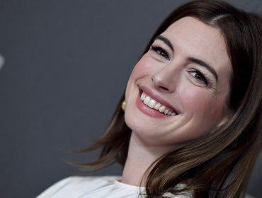 """""""Não comia quase nada"""": Anne Hathaway revela ter passado fome para ter corpo de """"estrela de cinema"""""""