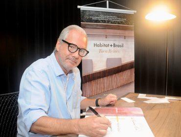 Tuca Reinés faz lançamento do livro 'Habitat + Brasil' nos Jardins