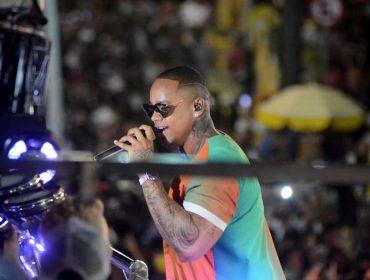 Léo Santana arrasta multidão no terceiro dia de festas pré-carnavalescas em Salvador