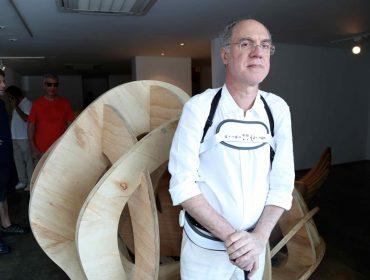 Galeria Nara Roesler recebe turma artsy para abertura de exposição de Angelo Venosa