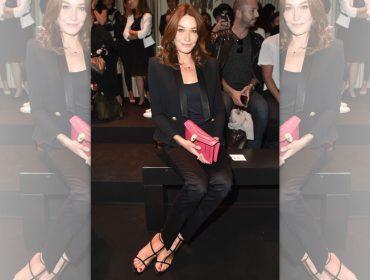 """Carla Bruni confessa que adora uma fofoquinha sobre famosos: """"Isso é como um vício"""""""