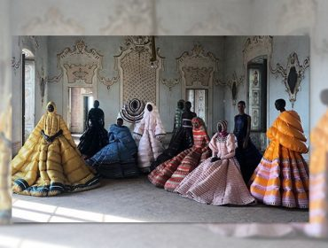 Casacos de nylon são transformados em vestidos de gala pelo estilistada Valentino