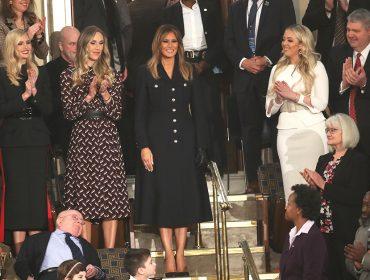 Melania Trump escolhe vestido militar Burberry de R$ 8 mil para o 'State of The Union' e gera polêmica. Mais uma!