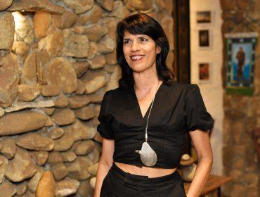 """Elisa Stecca pilota jantar para lançamento da série de esculturas """"Improváveis"""""""