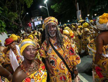 Tradição afro arrasta multidão para celebrar 45 anos do Ilê Aiyê e 40 do Malê Debalê