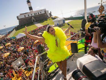 Ivete Sangalo volta com tudo para o Carnaval de Salvador e arrasta foliões