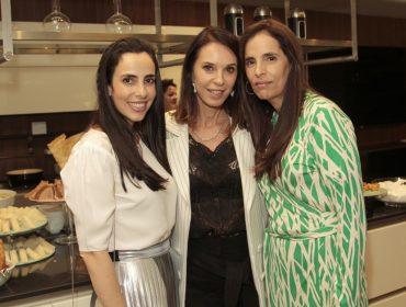 Esther Schattan e Jeniffer Klein armaram get together com a personal organizer Antoniele Fagundes