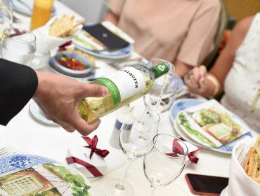 Convidados de PODER brindaram o aniversário da revista com tacinhas de Periquita